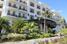 А вот и сам отель. Открылся в 2010г. и считается одним из роскошных на Лангкави