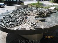 Фонтан в виде карты города Пула