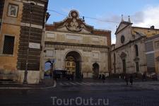 По следам &quotАнгелов и Демонов&quot Пьяцца дель Пополо, справа церковь Санта-Мария дель Пополо, где находиться капелла Киджи.