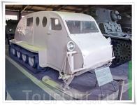 Есть в музее и такие аппараты: полугусеничный снегоход фирмы Bombardier В-2 (Канада). Дедушка современных снегоходов этой же фирмы. Имеет полностью фанерный ...