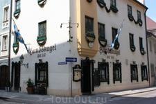 """уже 570 лет здесь пьют пиво... Пивной ресторан """"Hundskugel"""" - самый старый из продолжающих функционировать в Мюнхене - с 1440г."""