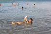 Самое Мёртвое море! Классический кадр, подтверждающий то, что утонуть в Мёртвом море невозможно!
