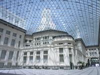 Творение двух испанских архитекторов Antonio Palacios и Joaquín Otamendi, похожее на воздушный замок не только снаружи, но внутри.
