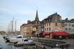 Онфлер В самом же городе сохранились не только старые улицы, но и порт, где ежедневно швартуются рыбацкие лодки, а в ресторанчиках готовятся вкуснейшие ...