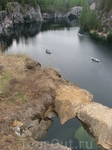 Ныне старые рускеальские каменоломни превратились в красивые горные озера - бело-мраморные чаши, заполненные чистейшей голубовато-зеленой водой.