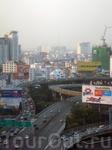 """Когда-то Бангкок называли """"Венецией Востока"""" из-за множества каналов, но большинство из них засыпали для того, чтобы сделать дороги. Теперь засыпать уже ..."""