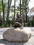 Светлогорск (Раушен), памятник Царевне-Лягушке на площади перед вокзалом.