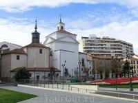 Iglesia Penitencial de Nuestra Señora de las Angustias - церковь довольно простоватого вида, которая также находится на площади plaza de Portugalete, датируется ...