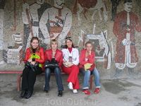 остановка с мозаикой в  селе Свирж