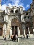 Портал Прощения (Puerta del Perdón). Площадь основного зала собора Святой Марии составляет больше 7000 м². Его главный фасад обращён к площади Аютамьенто ...