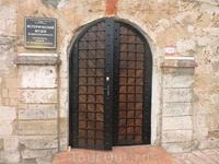 За этими дверями находится исторический музей при крепости