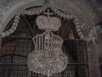 герб Чехии, одному монаху было нечем заняться, вот он все это и выкладывал