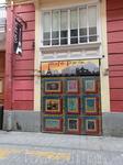 Забавная кафешка на улице Dels Cavallers. Это одна из самых старых улиц города и на ней есть много интересного.