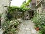 Уютный частный дворик с виноградом. город Мотовун