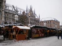 Рождественский базар на площади у новой ратуши