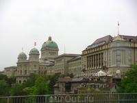 Вид на Бундеспарламент и самый дорогой отель Берна