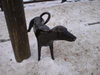 Для придания колорита первому электрическому фонарю в городе Вологда поставили памятник писающей собачке