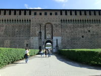 История этого замечательного архитектурного памятника уходит корнями в Средневековье. В 14 столетии семья высокопоставленных аристократов Висконти решила ...