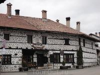 красивые исторические здания - внутри ресторан