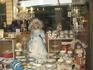 Витрина сувенирного магазина, центр города