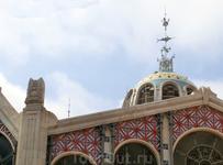 Мы прошли по рынку и вышли на площадь, которая так и называется La Plaza del Mercado - Площадь рынка.