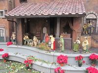 Вертеп. Самое главное украшение в честь Рождества Христова в Италии. Этот расположен на Испанской лестнице. Чем южнее - тем больше придается значение ...