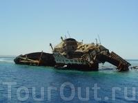 корабль на коралах