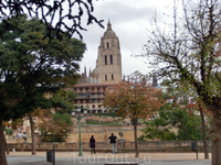 Вид на Кафедральный собор со стороны Алькасара.
