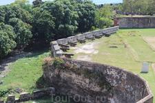 Крепость Осама была построена одной из первых в 15 веке. Крепость построена в месте где река Осама впадает в Карибское море. Раньше там была стоянка к