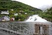 а этот мощный водопад Hellesyltfossen находится в городке Хеллесюльд