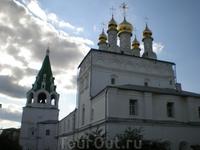 Свято-Троицкий Макарьевский желтоводский женский монастырь. Колокольня (1651), Успенская церковь и монастырская трапезная (1651)