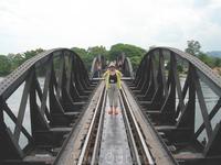 Мост не велик, река спокойна