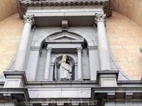 В эти дни Сеговия отмечала день своего святого покровителя. San Frutos взирает на прихожан с портика сеговийского собора.