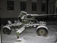 Орудия у военного музея