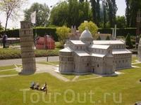 Пизанская башня и собор.