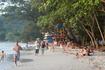 Пляжная жизнь кипит. Людей на пляже в будние дни было не так много. А вот в выходные местные устраивали возле пляжа настоящие дискотеки.