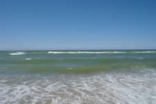 3 км идем по краю моря.