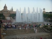 Национальный дворец и &quotСветящийся фонтан&quot