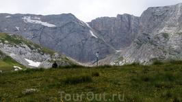 18.07.12 14.31 Фишт-Оштеновский перевал 2205м Спустя 5 часов после выхода с приюта Фишт,мы наконец-таки добрались до перевала. Вообще тропа на перевал ...