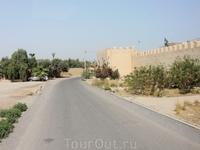 А вот и Тарудант. И мощная крепостная стена, окружающая старую часть города