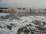 На берегу Индийского океана. Легкий шторм. Цвет воды зависит от песка. В ОАЭ 7 эмиратов и в каждом свой цвет песка:от белого в Рас Аль Хайме до почти черного ...