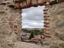 Обходя стену по периметру понимаешь, что все-таки это было оборонительное сооружение, хотя из бойниц открывается прекрасный вид на город, это все-таки ...