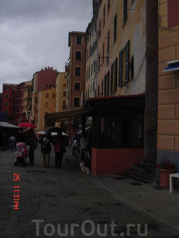 непогода не помеха ни туристам, ни местным жителям