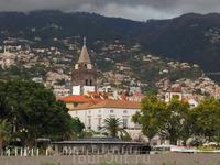 Португальцы очень набожные и церквей и соборов у них великое множество.