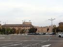 От станции к историческому центру мы решили идти пешком, по пути увидели дворец Aljafería, который мы планировали посмотреть ближе к вечеру, на обратном пути.