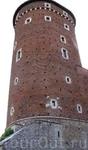 Вот с этой башни и спрыгнула княжна Ванда образца VIII века...