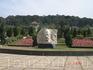 Небольшой скверик где расположен барельеф посвещенный А. Йерсену, тому самому который открыл Далат.