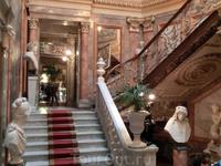 Парадная лестница дворца.
