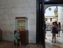 Гранада. Кафедральный собор. На заднем фоне виднеется саркофаг испанских королей - Изабелла Кастильская, Фердинанд Арагонский, их дочь Хуана Безумная с ...