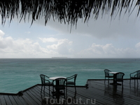 дождик ежедневное явление, длитмся не более 10 минут , все высыхает после него за такое же короткое время